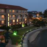 Blick vom Zimmer auf das Hotel