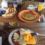 Fantastisches Frühstück mit Ausblick auf Pool und Reisfelder im Bale