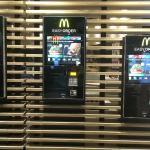 McDonalds im Flughafen Foto