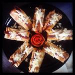 Vistas y comida, escalivada con bacalao maridado en aceite de ajo, pan de cristal de anchoa y qu