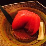 各種焼き鳥は勿論の事、サイドメニューも美味。トマトの浅漬けは、口直しに良し。