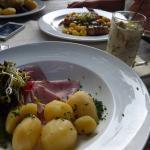 Schinken mit Kartoffeln, im Glas Schmorgurken (sehr lecker!)