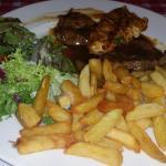 Notre mixed grill, frites et salade