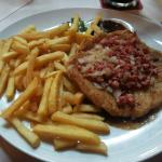 schnitzel e patatine