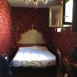 Cramped, garish boudoir room 301 in Annex bldg at Belle Arti hotel billed as spacious 'triple ro