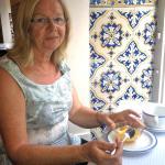 pasteis près d'un azulejo