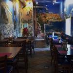KING GYROS - Dining Area