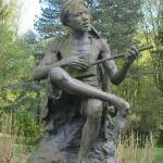 Памятник в парковом ансамбле
