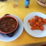 Stracotto di maiale con carotine, sugoso e speziato bene