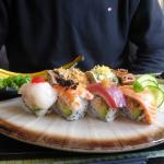 Regenbogen-Sushi von hinten