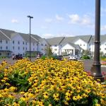 Photo of Blue Gate Garden Inn - Shipshewana Hotel