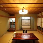 案内されたお部屋。飾り棚の唐津焼も見事でした。