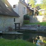 Le Moulin de Fresquet - l'Alzou et l'entrée du moulin.