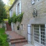 Le Moulin de Fresquet - la terrasse et l'entrée de notre chambre.