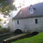Le Moulin de Fresquet - l'Alzou et l'ancienne salle des meules. vue sud.