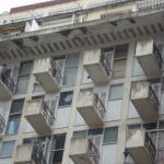 Curiosos balcones en edificio de Luro e/ Santa Fe y Corrientes