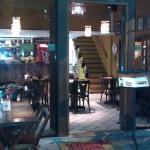 Visual e mesas externas do restaurante