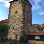 Eines der beiden Zimmer im Turm