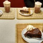 Torta de Pêra com creme: 39sek; Chocolate quente com creme: 40sek.