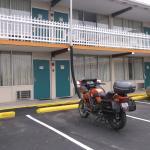 Notre moto devant notre chambre