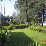 Территория отеля Gooddays Lanta Beach Resort