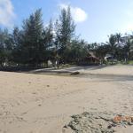 Gooddays Lanta Beach Resort, крайний отель на пляже Лонг бич.