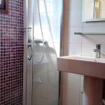 Roof Apartment/Bathroom