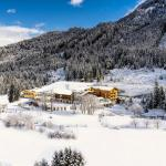 verschneites Landhotel Reiterhof