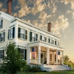Front of Peach Grove Inn