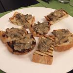 Crostini ai funghi porcini.
