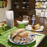 Aventura Hostel - guest kitchen/continental breakfast