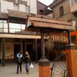 Вход в кафе со стороны рынка Анголенко