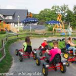 TÜV-geprüfter Spielplatz mit Gokartbahn, Trampolins, Sandsee, Rutschen...