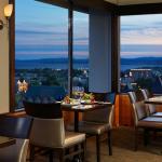 Rooftop dining in Vista 18