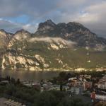 Aussicht vom Balkon auf Riva del Garda und den Gardasee