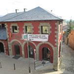 Vue du bâtiment depuis l'église