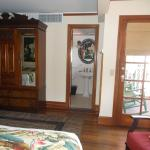 Lahaina Inn room