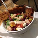 Spicy bean and feta salad
