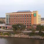 ‪Embassy Suites by Hilton East Peoria - Hotel & RiverFront Conf Center‬