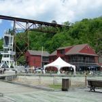 La Tour d'observation, le Parc Nautique et la terrasse du café-bistro
