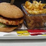 hamburguesa de Salmón + ración de patatas