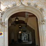 Puerta que recuerda a la de la Casa Ametller