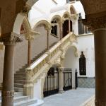 Magnífica escalera porticada