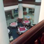 вид на холл со второго этажа