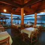 restaurante em frente ao mar