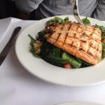 Salad w Grilled Salmon