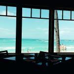 エッグベネディクト、フレンチトースト、窓からの風景、オムレツ、すてきなながめとおいしさをたんのう