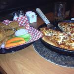 OMG...... The best WINGS. .. EVER... @ the pizza fantastic....:)