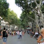 Photo de Las Ramblas Passatge Bacardi Apartments