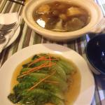 Bagus teh (vegetarian bakuteh) room temperature soup. If the claypot been heated, the soup would